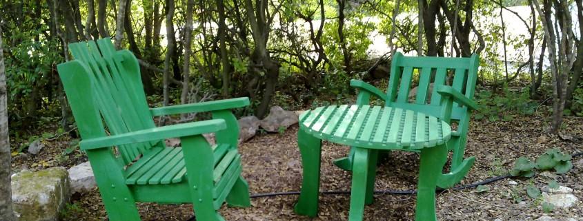 פינת ישיבה כסא שולחן וכסא נדנדה ירוק