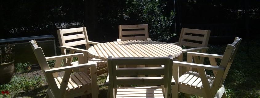 פינת אוכל לגינה, שולחן וכסאות תואמים