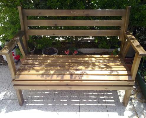 ספסל מעץ מלא צבע עץ
