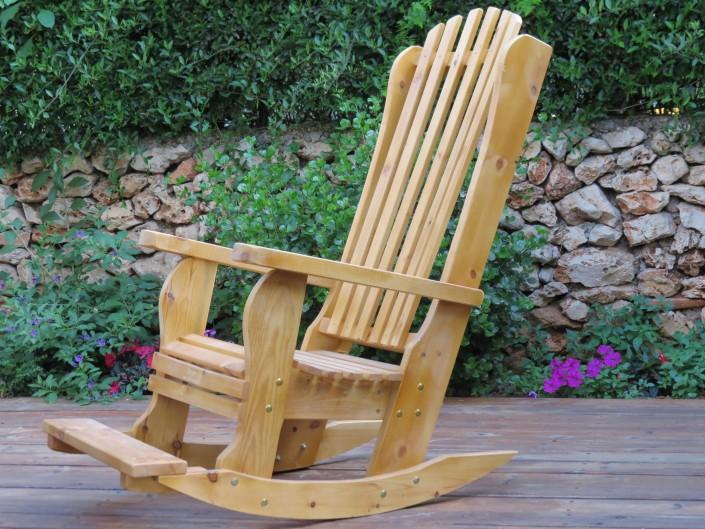כסא נדנדה מעץ מלא בצבע טבעי