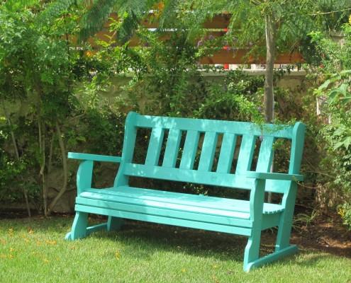 ספסל עץ מלא בצבע טוריקז
