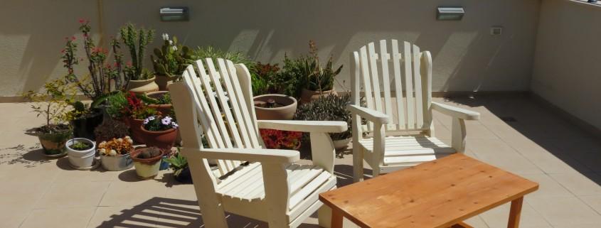 פינת ישיבה כסאות לבנים