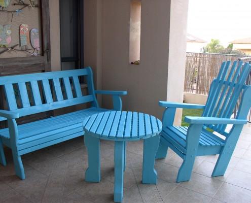 פינת ישיבה שולחן עגול ספסל וכיסא