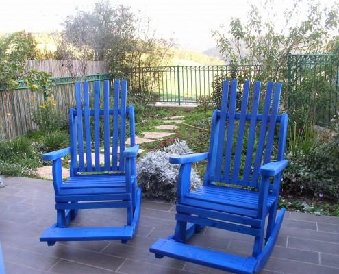 זוג כסאות נדנדה בצבע כחול