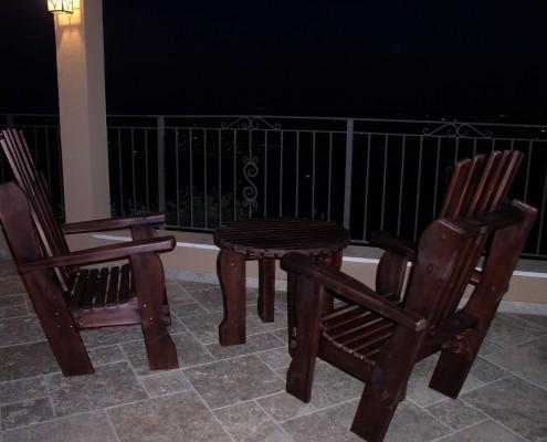 כסאות מעץ מלא עם שולחן קפה